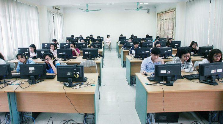 Teen 2k2 sẽ làm bài thi trên máy tính